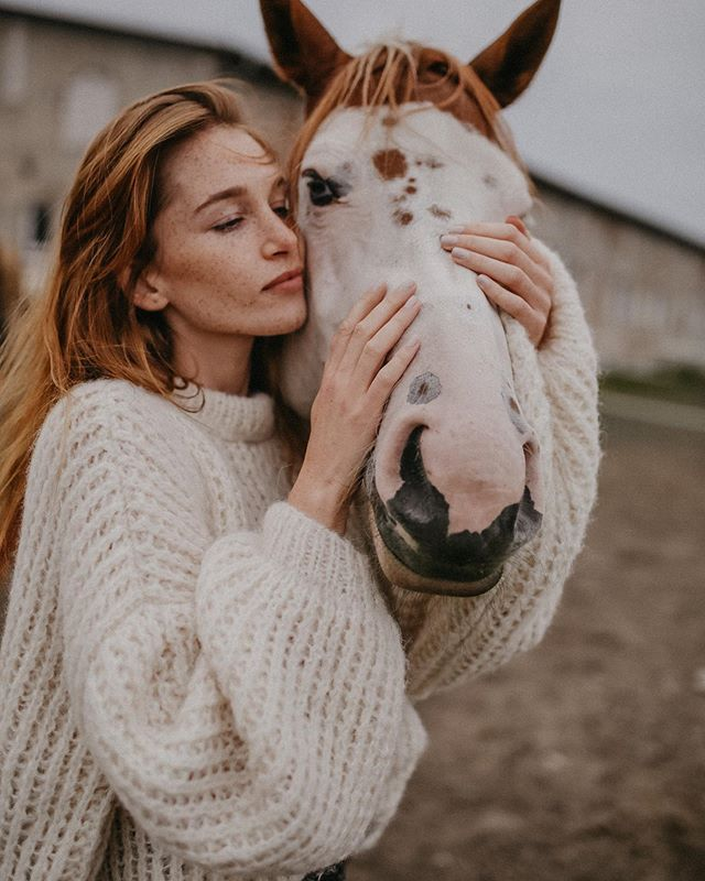 damski sweter, bufiaste rękawy, wełniany sweter, najmodniejszy sweter