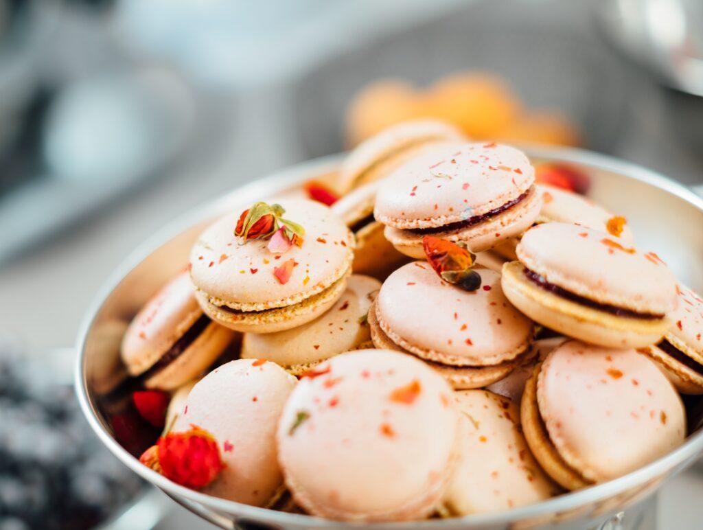 francuskie makaroniki, luksusowy deser, cukiernia