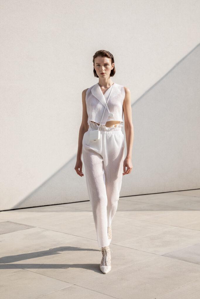 Armani, pokaz mody, ponadczasowa moda, uniwersalny fason, Giorgio Armani, pastelowe kolory, izolacja,