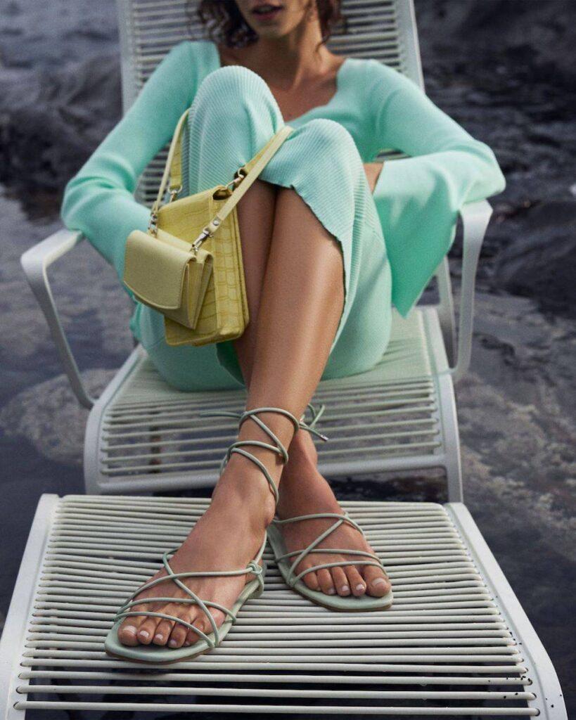 CCC, letnie buty, buty nalato, sandały, piękna torebka, klapki, moda nalato 2021, co będzie modne, wiązane sandały, rzemyki
