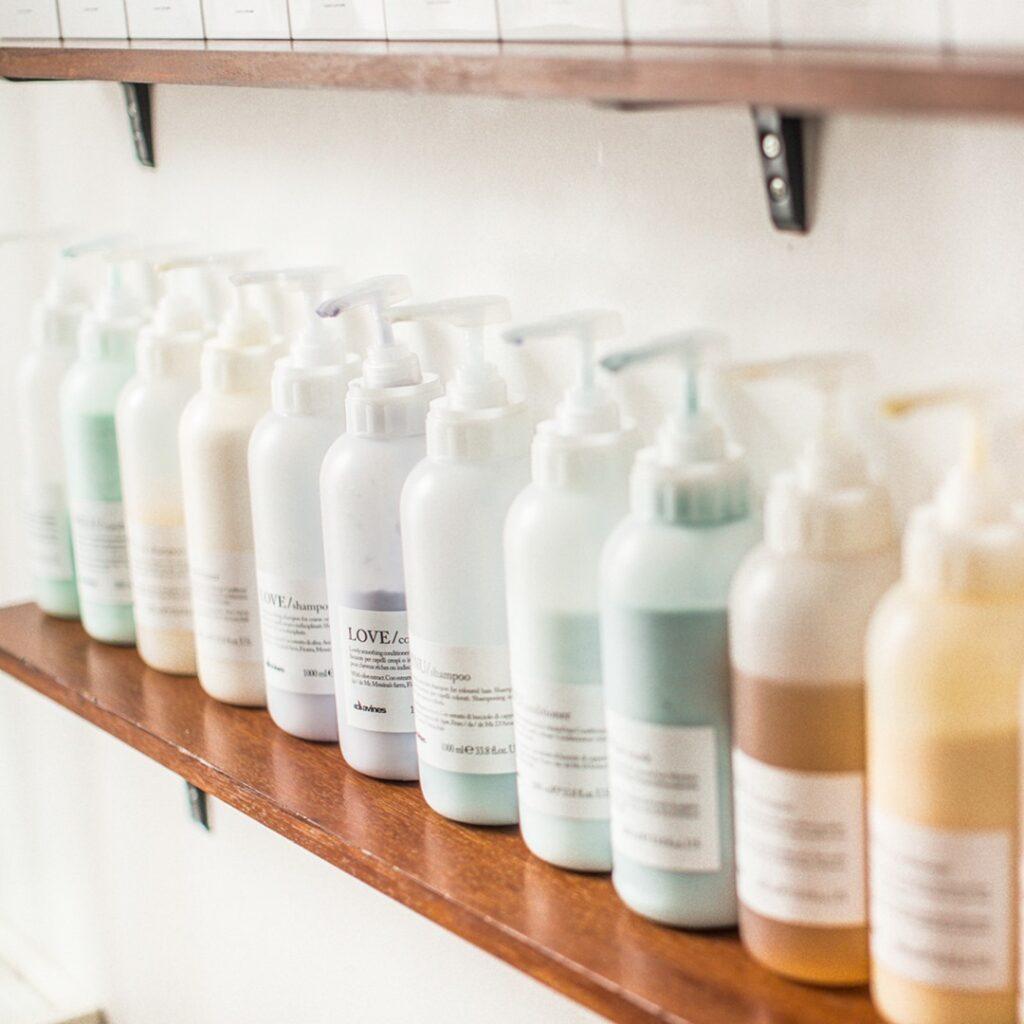Davines, naturalne kosmetyki dowłosów, pielęgnacja włosów, wrażliwa skóra głowy, suche włosy, miękkie włosy, przetłuszczająca się skóra głowy, łamliwe włosy. jak dbać owłosy, włosy pofarbowaniu, szampon, odżywka, naturalna pielęgnacja, olejek, balsam dowłosów