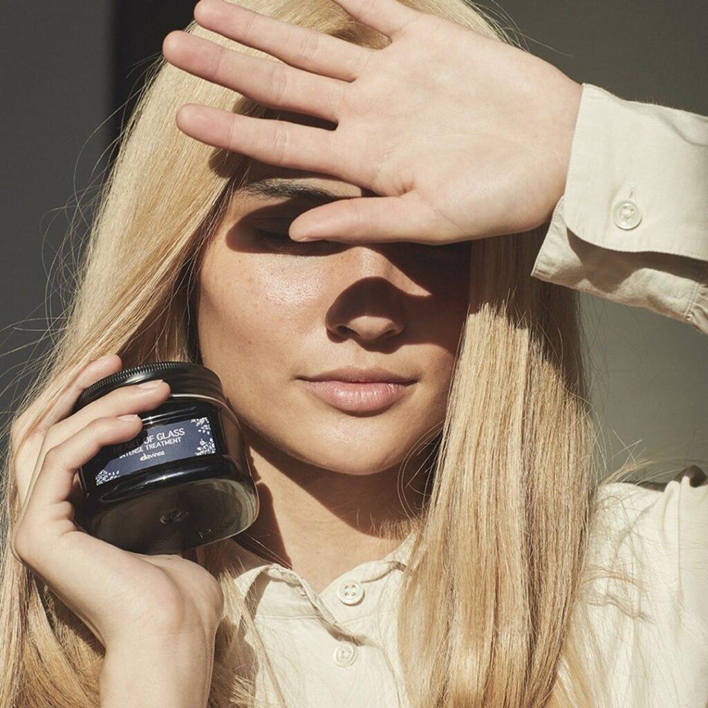 Davines, naturalne kosmetyki dowłosów, pielęgnacja włosów, wrażliwa skóra głowy, suche włosy, miękkie włosy, przetłuszczająca się skóra głowy, łamliwe włosy. jak dbać owłosy, włosy pofarbowaniu, szampon, odżywka, naturalna pielęgnacja